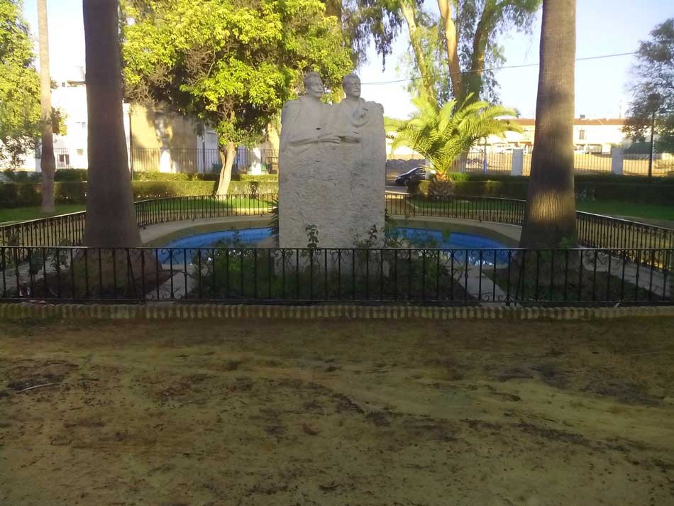 monumento hermanos alvarez quintero utrera